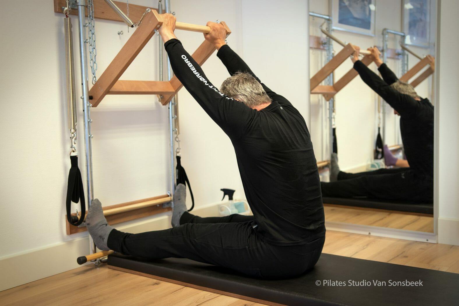 De oefening Push Through Long is een verrukkelijke oefening die leert met de armen vanuit de rug te werken  , diep in de buik te scoopen en intens met oppositie te stretchen