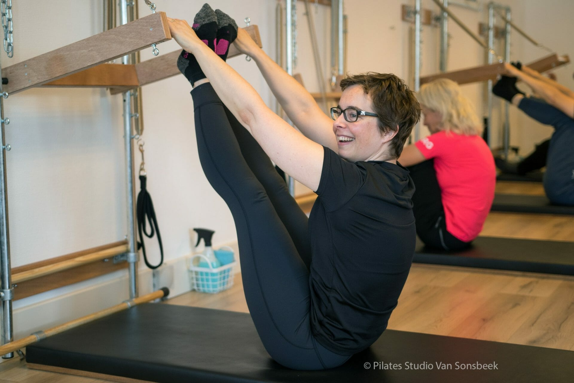 Pilates plezier! Wall Tower bij Pilates Studio van Sonsbeekar