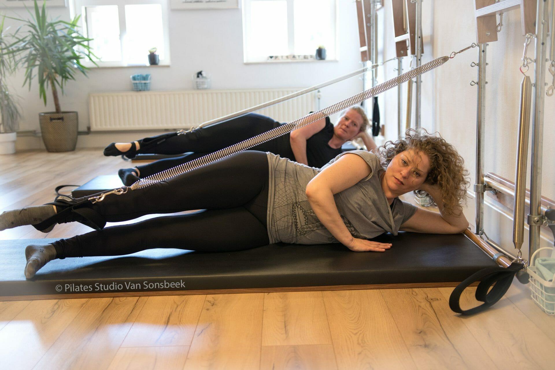 Supereffectief! Leg Springs Side Kick bij Pilates Studio Van Sonsbeek.