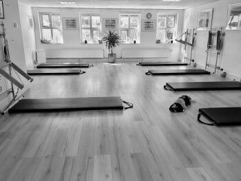 De groepszaal van Pilates Studio Van Sonsbeek